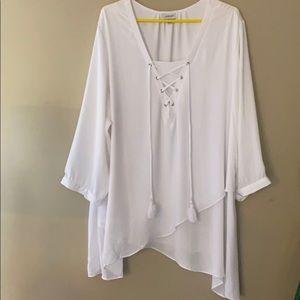 Avenue Sz 26-28. White blouse